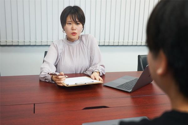 AISのスタッフ MidoriSashikata 新卒で任された、採用業務